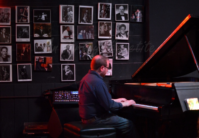 Chicago travel and live jazz music, Andy's Jazz Club and Restaurant, the pianist
