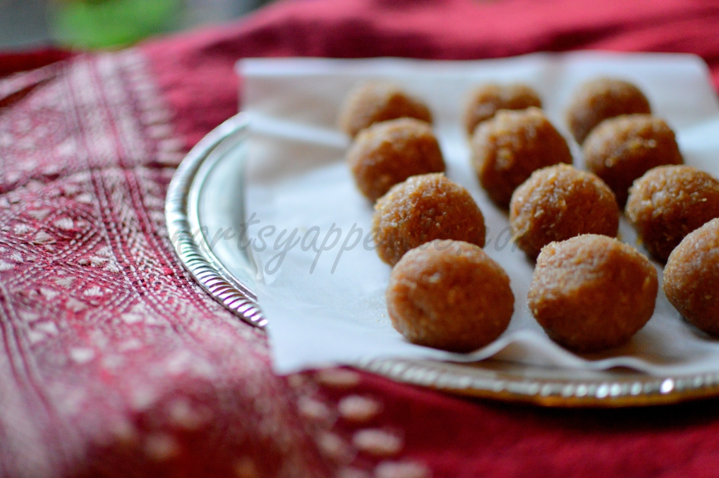 Naarkel Naru, Coconut balls with Nolen Gur