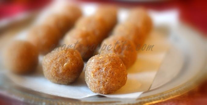 Naarkel Naru, Coconut balls with Nolen Gur Recipe