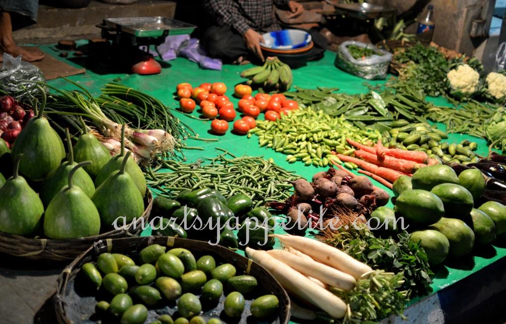 Kolkata winter and food, restaurant food in Kolkata, Kolkata eating , chinese food , phuluri , phuchka, golgappas, vegetable market, bazaar